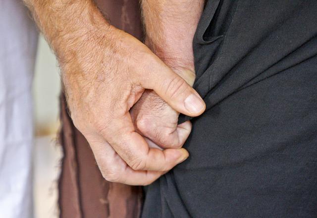 hand-1724049_640